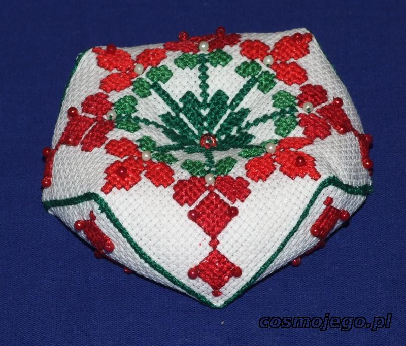Igielnik-biscornu w świątecznych klimatach