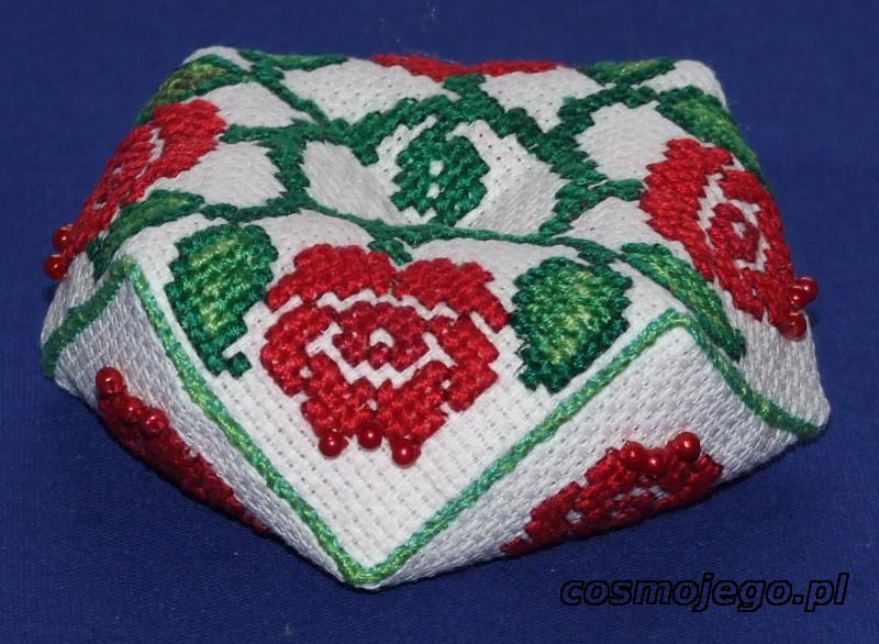 Igielnik biscornu - haft krzyżykowy - róże