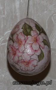 Jajko styropianowe ozdobione techniką decoupage - kwiat wiśni