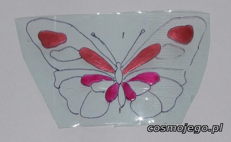 Zaczynamy malować motyla lakierem do paznokci