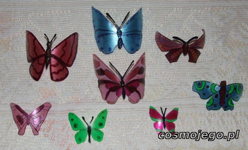 Motyle  z plastikowych butelek pomalowane lakierem do paznokci