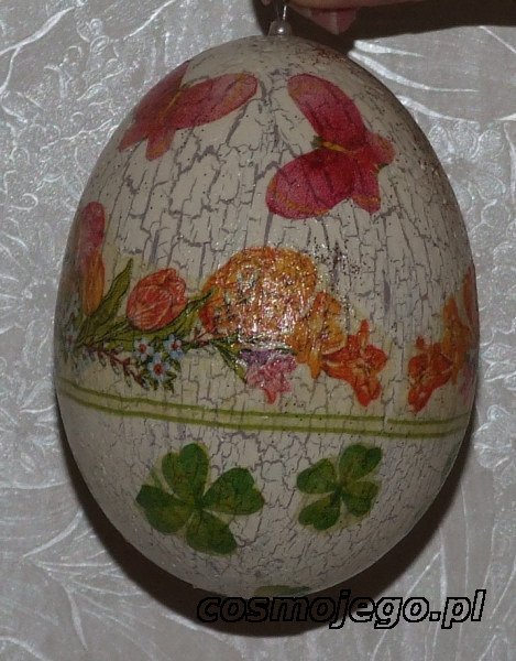 Jajko styropianowe ozdobione techniką decoupage z postarzeniem